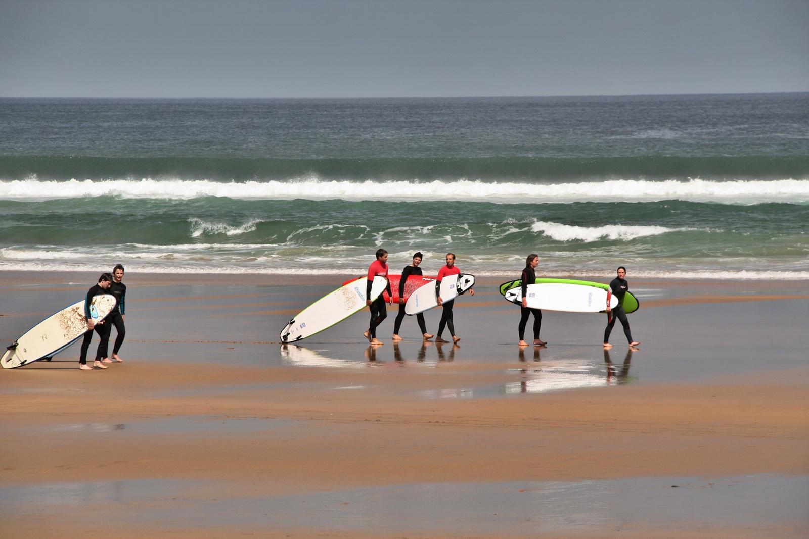 Surf en Zarautz, Guipúzcoa, España