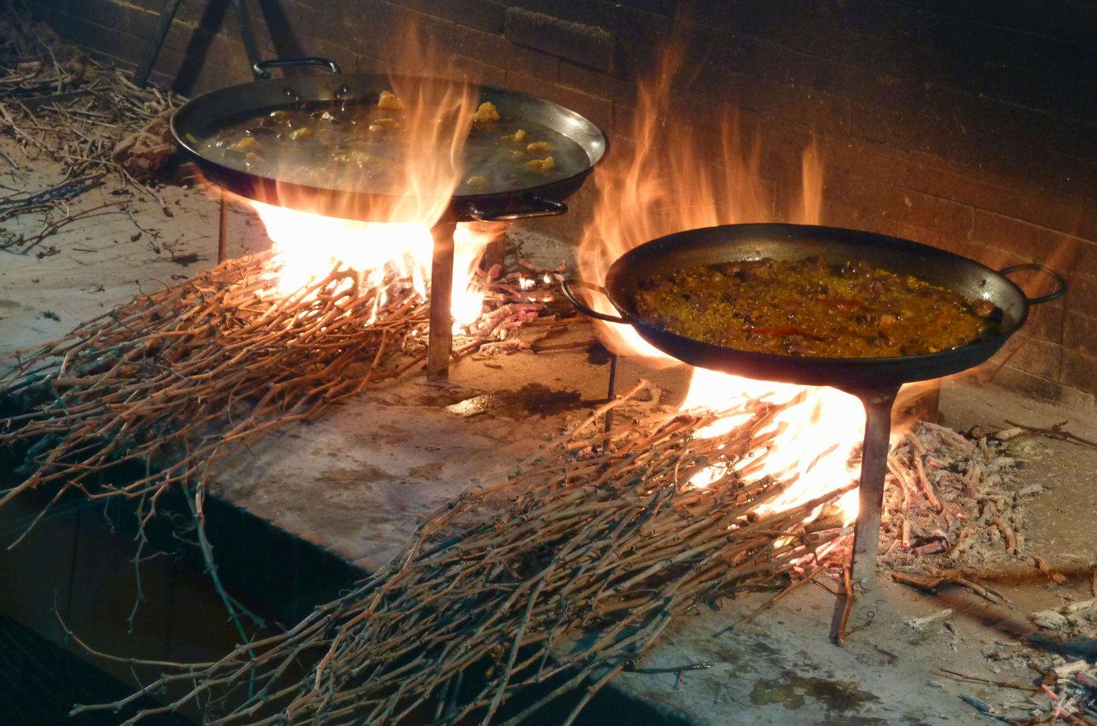 Paellas sobre sarmientos, una deliciosa tradición